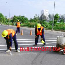 Thi công sơn kẻ vạch đường giao thông